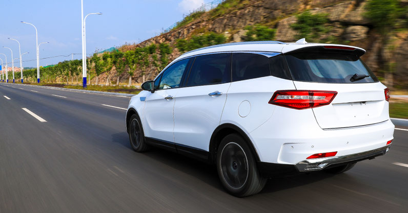 Pros and cons of SUV